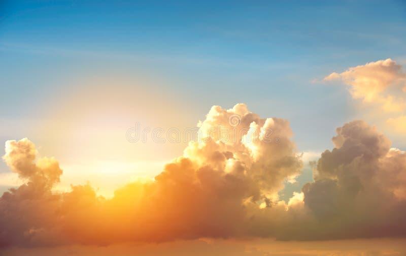 Moln på solnedgång royaltyfri bild