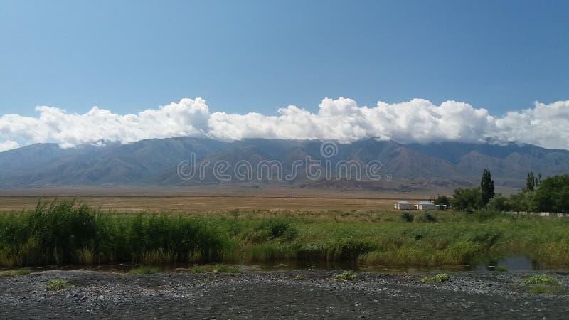 Molnavverkningen på bergen arkivbild
