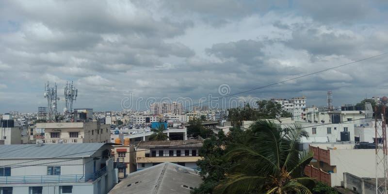 Molnig dag för Bangalore stad royaltyfri fotografi