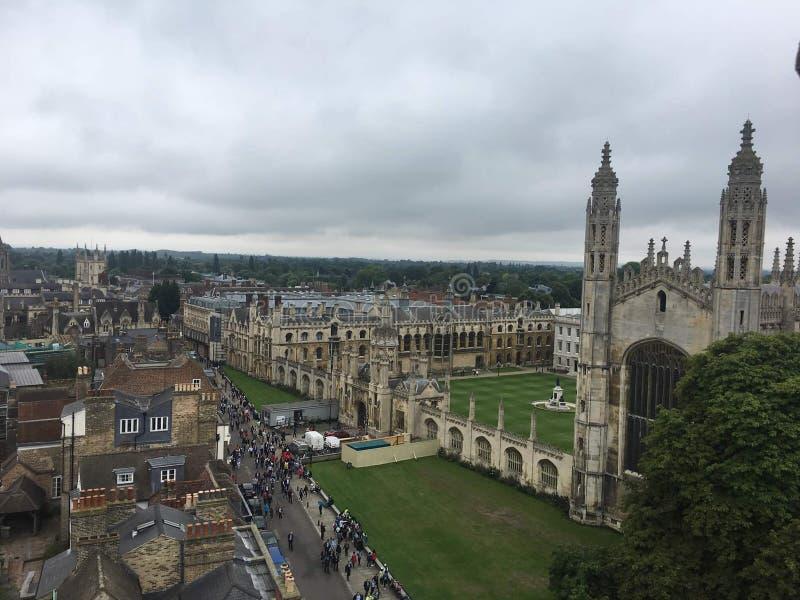 Molnig dag i det Cambridge universitetet royaltyfria bilder