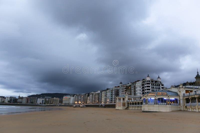 Molnig dag i San Sebastian, Spanien royaltyfria bilder