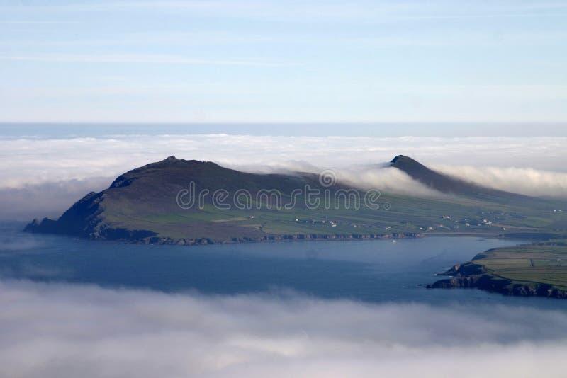 molnig kust arkivfoto