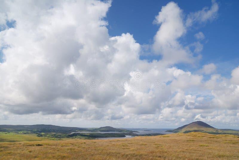 molnig liggandesky för bakgrund fotografering för bildbyråer