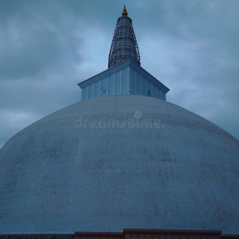 Molnig pagodSthupa enorm afton och reparera royaltyfria foton