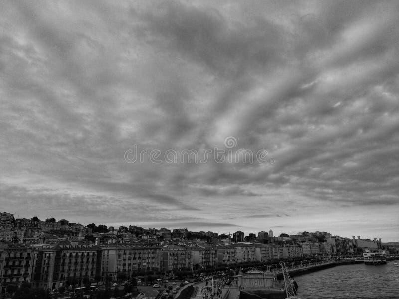 molnig sky för groprussia sand arkivbild