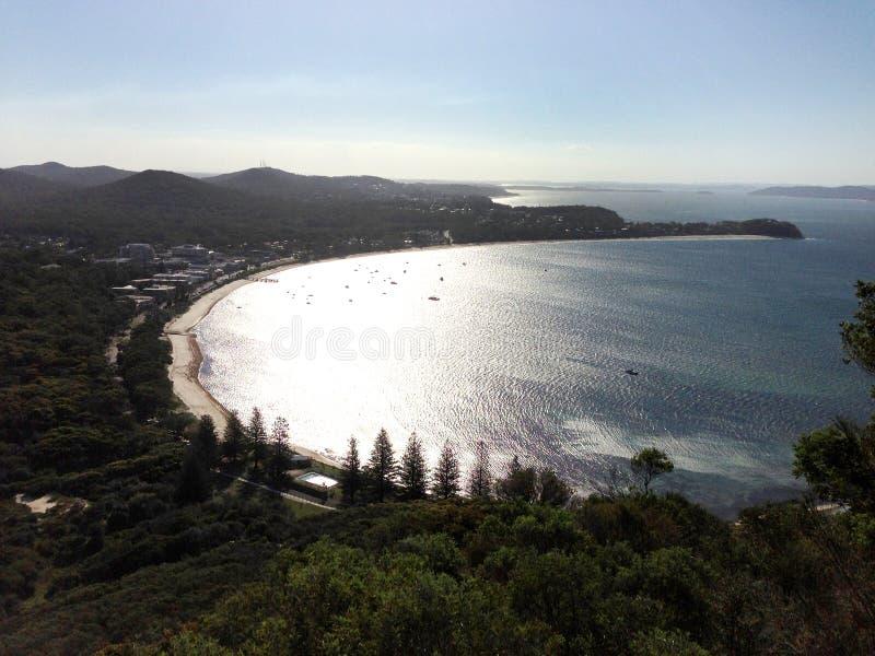 Molnig solnedgång på port Stephens NSW royaltyfria bilder