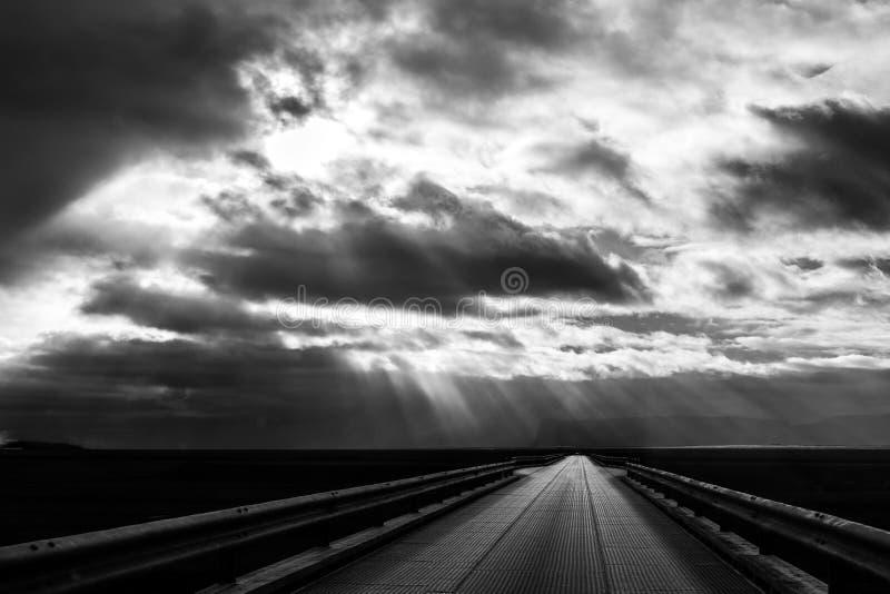 Molnig väg fotografering för bildbyråer