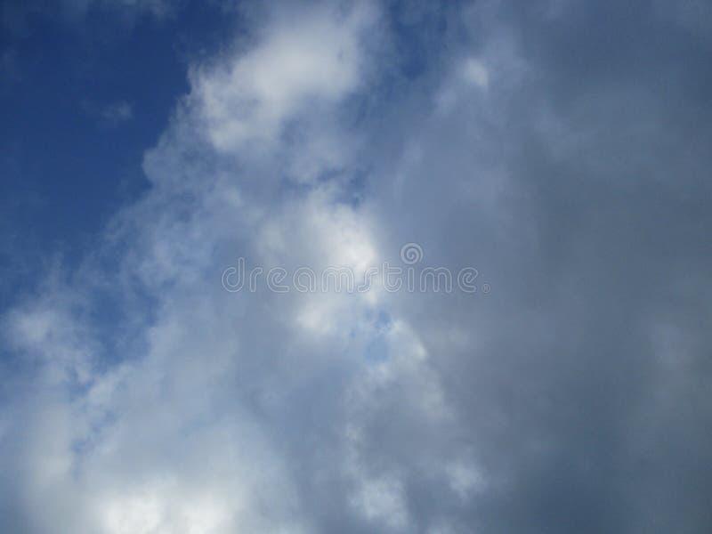 Molniga himlar 5 arkivbild