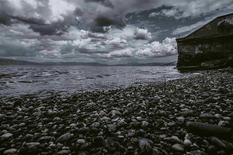 Molniga Pebble Beach royaltyfria foton