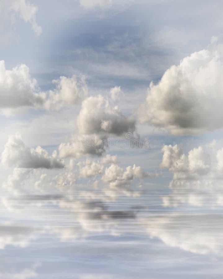molnigt hav fotografering för bildbyråer