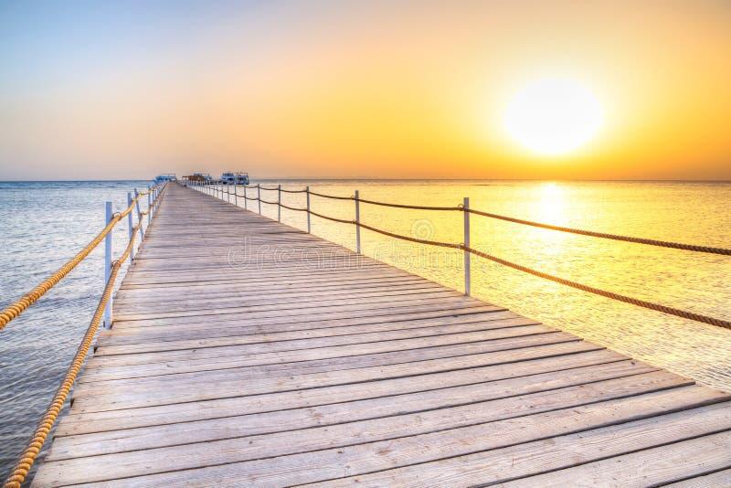 Molo na Czerwonym morzu w Hurghada przy wschodem słońca zdjęcie stock