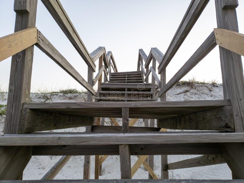 Molo prowadzi St Augustine, Floryda plaża obrazy stock
