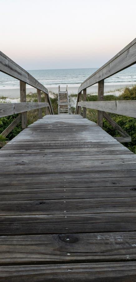 Molo prowadzi St Augustine, Floryda plaża obrazy royalty free
