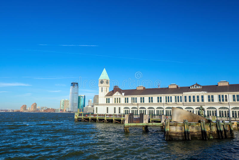 Molo A w Bateryjnego parka Manhattan linii horyzontu Nowy Jork obrazy royalty free