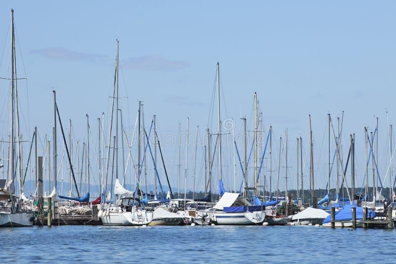 Molo z cumującymi jachtami, Jeziorny Genewa, Szwajcaria fotografia stock