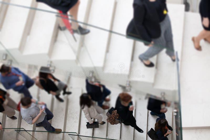 Molta gente sulle scale fotografie stock libere da diritti
