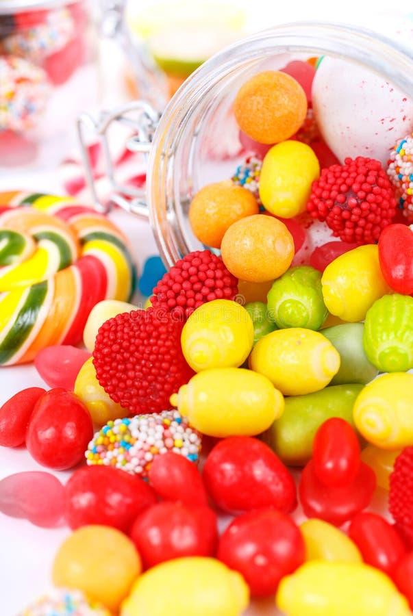 Molte caramelle variopinte differenti e gomma da masticare immagini stock libere da diritti