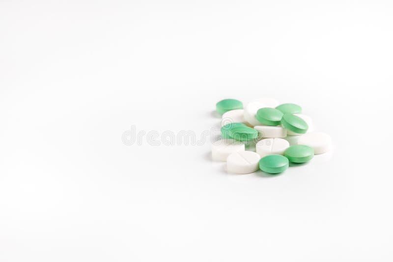 Molte pillole e vitamine Il concetto di medicina, malattia, salute immagini stock