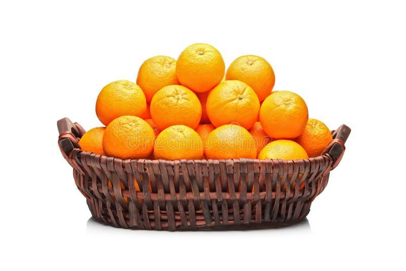 Molti aranci in un cestino fotografie stock libere da diritti