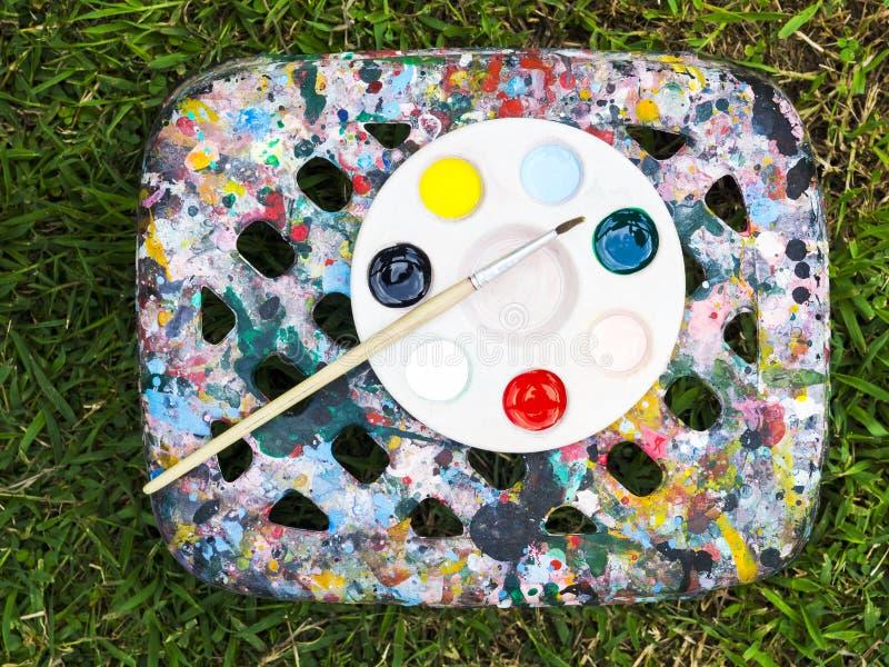 Molti colori sul disco con la spazzola fotografia stock