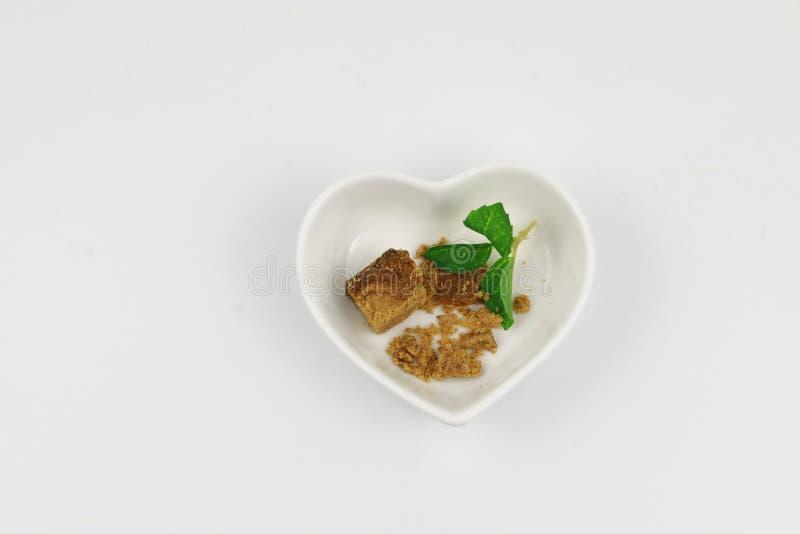 Molti cubi dello zucchero sul piatto immagini stock libere da diritti