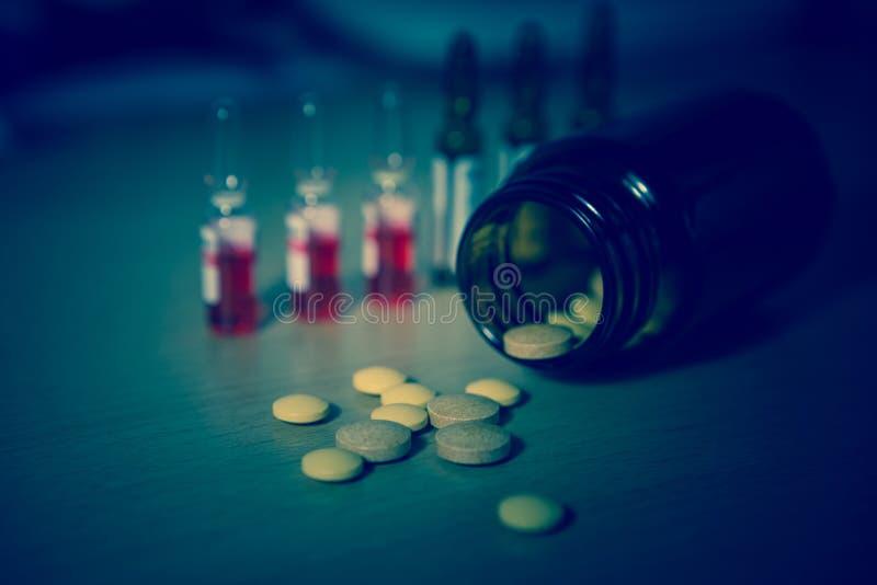 Molti farmaco e pillole variopinti fotografie stock libere da diritti