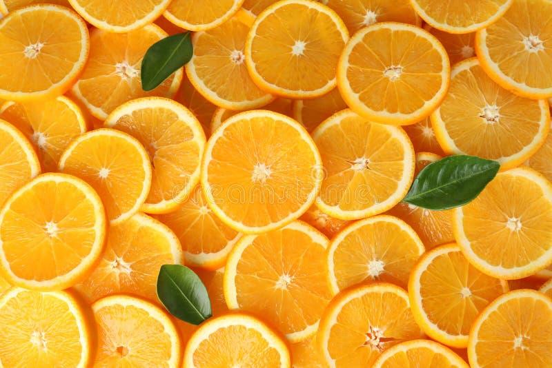 Molti hanno affettato le arance mature fresche come fondo fotografia stock