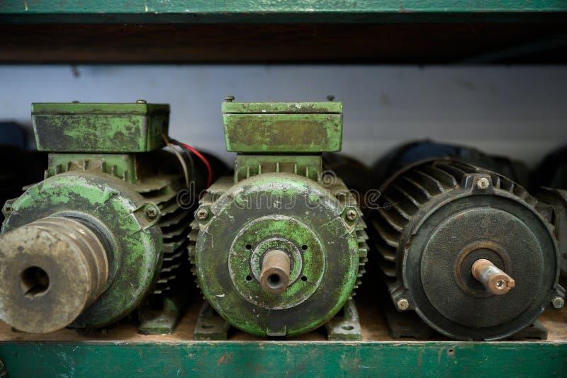 Molti motori sono in uso fino a quando non sono vecchi immagine stock