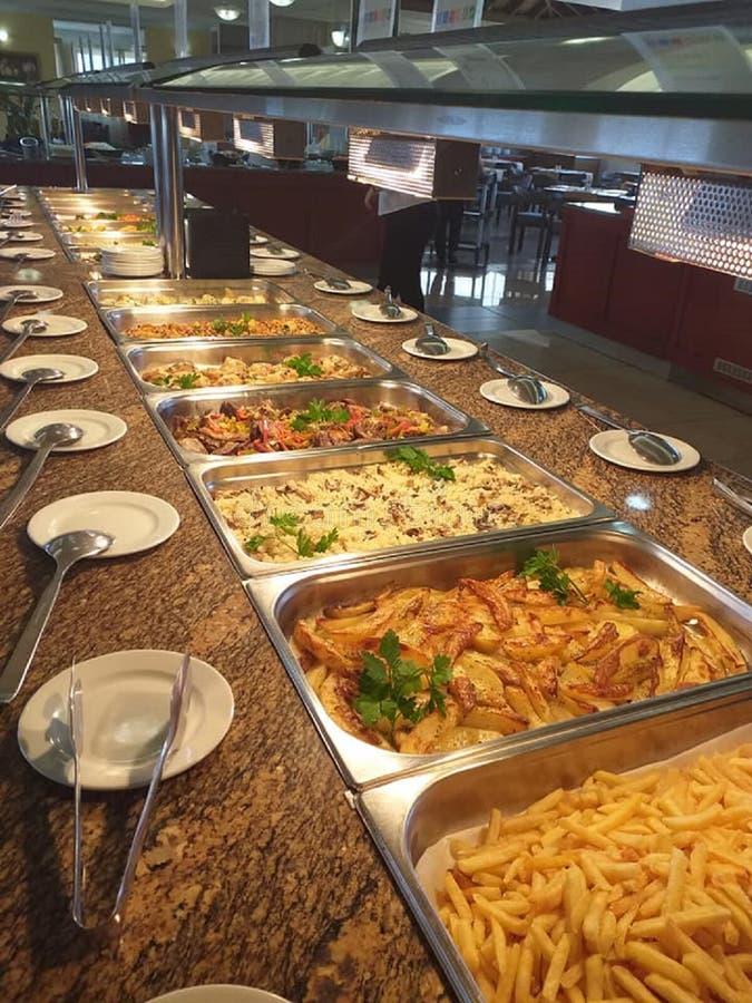 Molti piatti deliziosi differenti in uno degli hotel immagine stock libera da diritti
