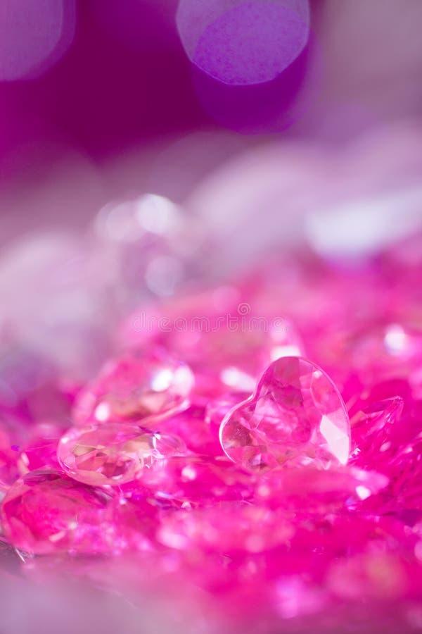 Molti piccoli cuori di cristallo rosa fotografie stock