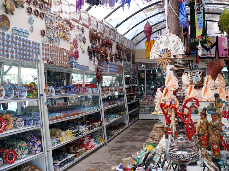 Molti ricordi tradizionali nel servizio turistico immagine stock libera da diritti