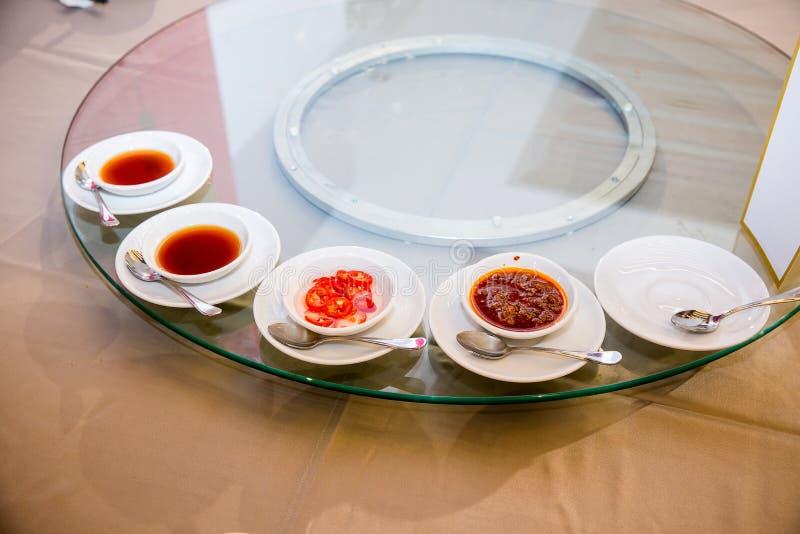 Molti sauce per l'insieme cinese dell'alimento dell'aperitivo, banchetto del cinese nella cerimonia di nozze immagini stock libere da diritti