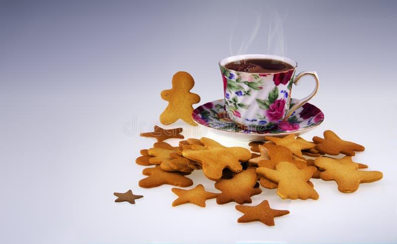 Molti si dirigono i biscotti fatti e una tazza di caffè immagini stock