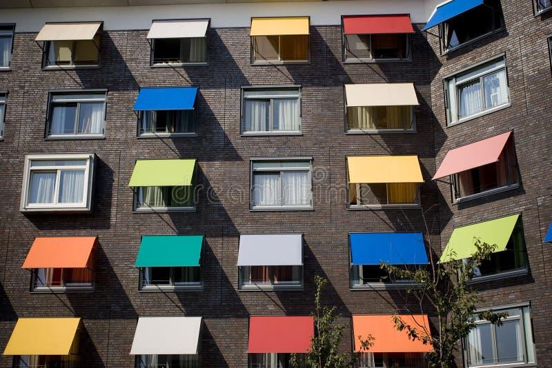 Molti sunsblinds colorati immagini stock