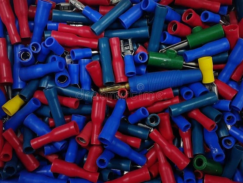 Molti tubi di plastica colourful in scatola fotografia stock libera da diritti