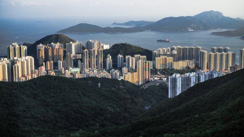 Molto ‹del buildings†nel ‹mountianous del †e posizione della spiaggia nell'isola del ‹di Kong†del ‹di Hong†fotografie stock libere da diritti