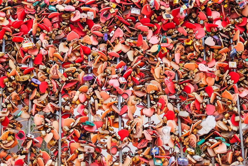 Molto amore variopinto delle serrature padlocks a Asiatique il lungofiume immagini stock libere da diritti