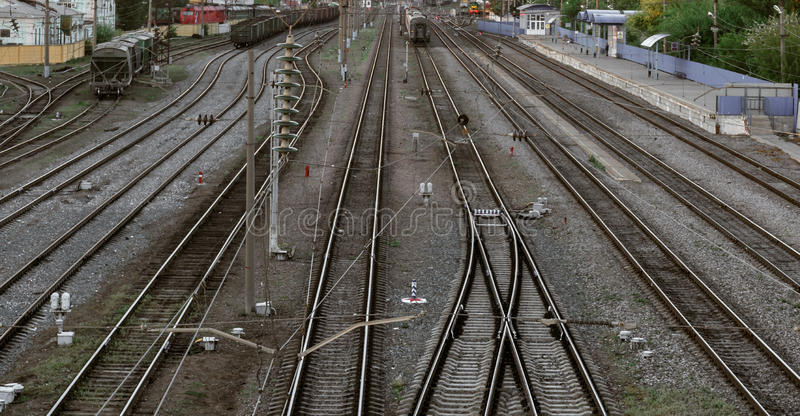 Molto binario ferroviario, vista aerea del binario della stazione ferroviaria immagine stock