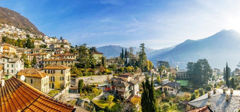 Moltrasio-Dorfansicht von See Como stockfotos