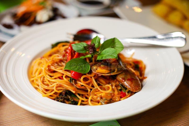 Moluscos e espaguetes das conchas do mar foto de stock royalty free