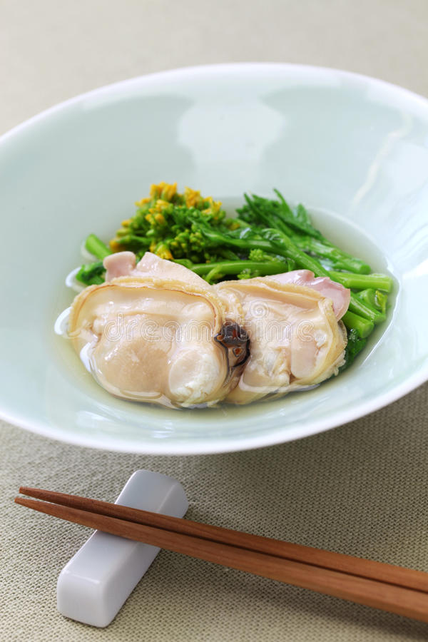 Moluscos e mostarda de campo cozinhados no vinho de arroz foto de stock royalty free