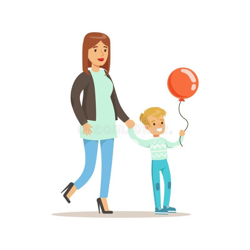 Mom και γιος που περπατούν υπαίθρια, αγαπώντας μητέρα που απολαμβάνει το χρόνο μαμών καλής ποιότητας με το ευτυχές παιδί απεικόνιση αποθεμάτων