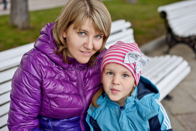 Mom και κόρη στοκ φωτογραφίες