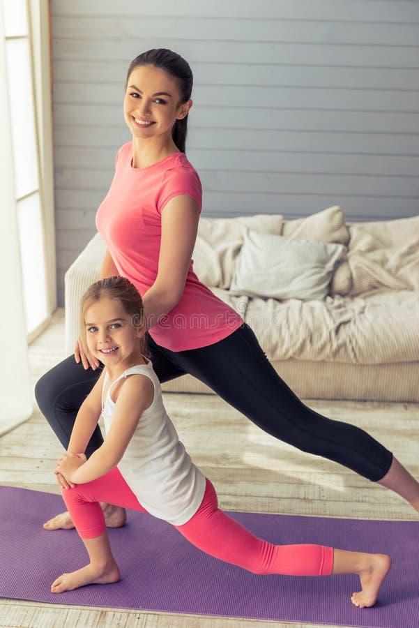 Mom και κόρη στοκ φωτογραφία