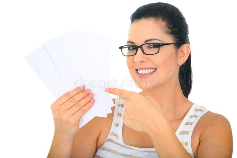 mom för blanka kort som pekar att le till royaltyfri fotografi