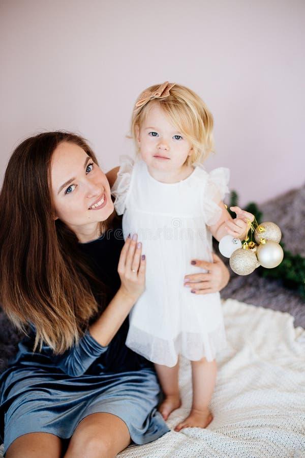 Mom och dotter arkivfoton