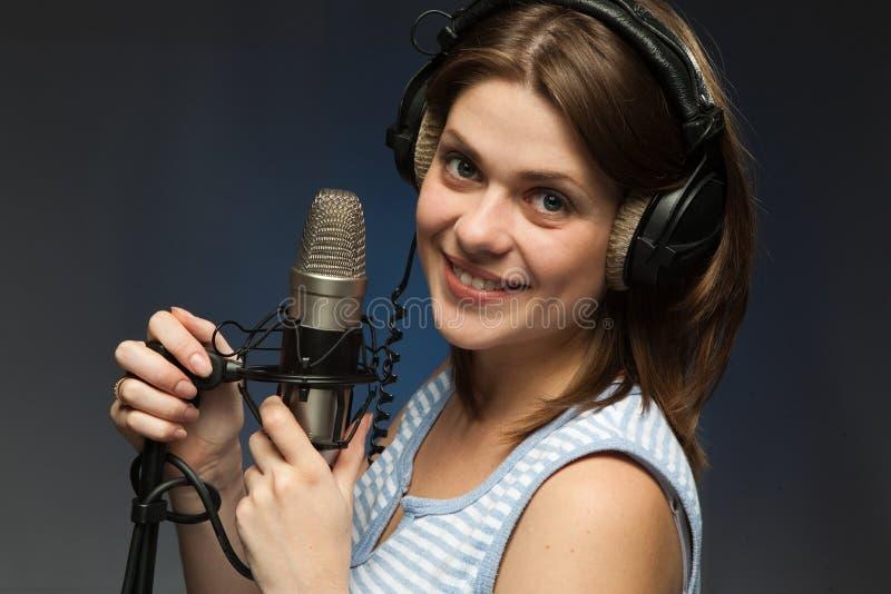 momen att sjunga arkivfoto
