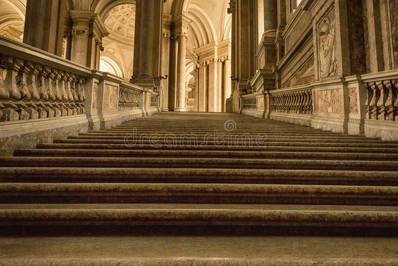 Moment av en forntida trappuppgång arkivbilder