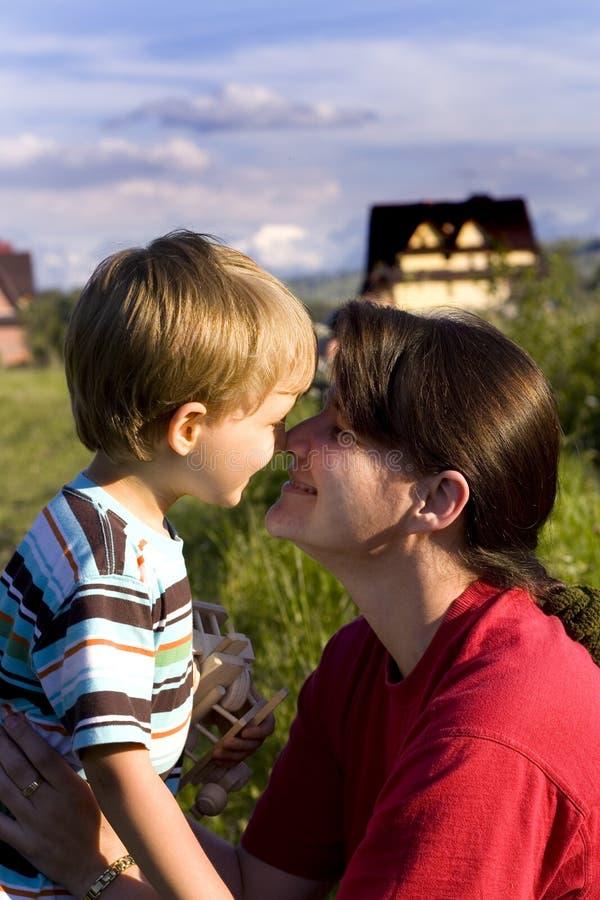 Moment de mère et de fils photo libre de droits