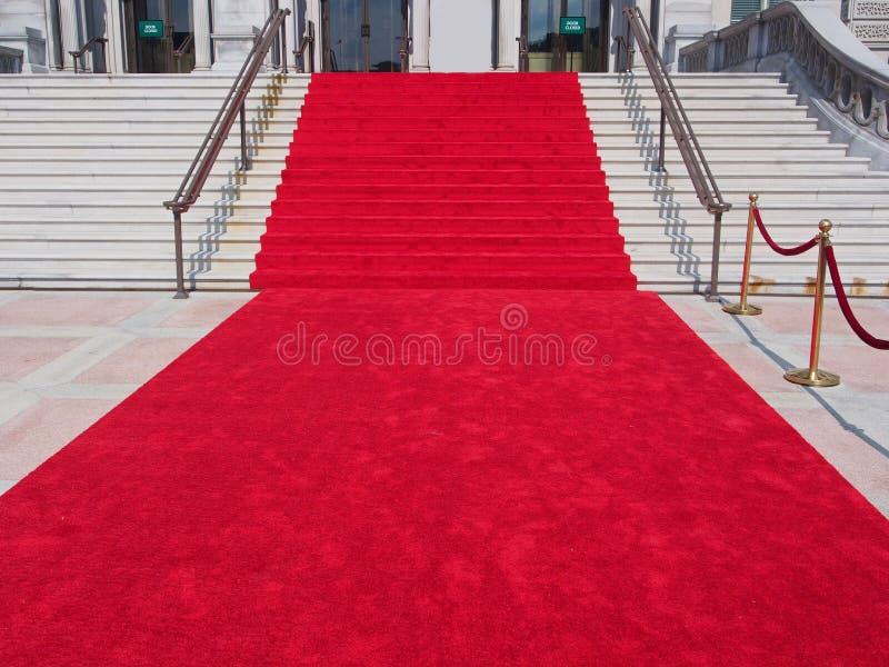 Moment med röd matta royaltyfria foton